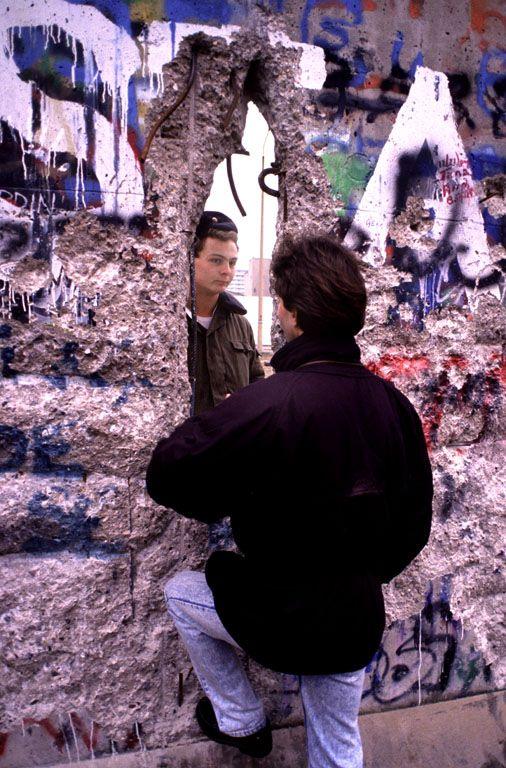 Berlin-wallhole.jpg